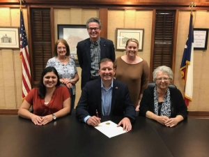 2018-Mayor-Jeffrey-designated-October-as-DV-awareness-month-for-the-city-of-vernon.-Pictured-with-TASA-board-members